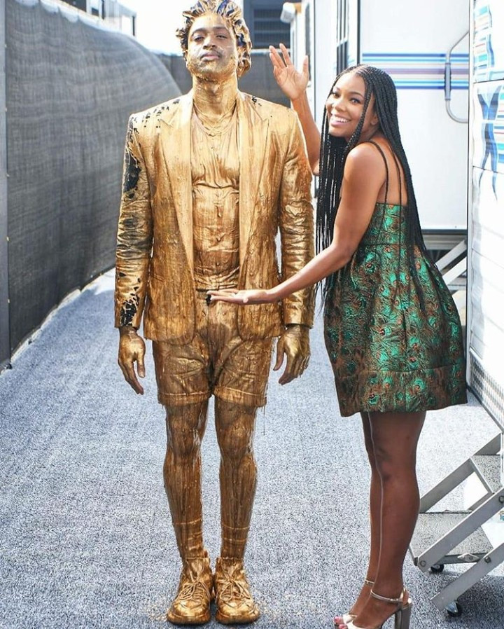 Dwyane Wade covered in gold slime at Nickelodeon