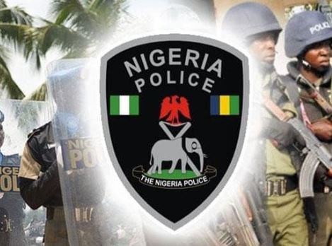 Traffic robber set ablaze by a mob along the Badagry expressway in Lagos