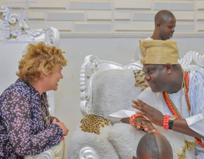 Photos:?British High Commissioner, Catriona Laing visits Ooni Of Ife