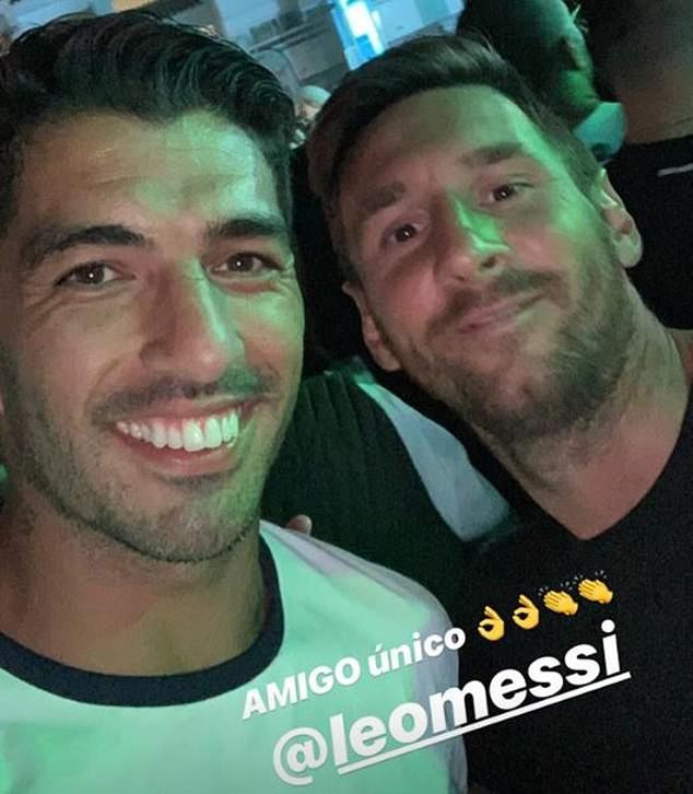 Football stars, Messi, Suarez, ?Fabregas and Jordi Alba party in Ibiza with their wives (Photos)