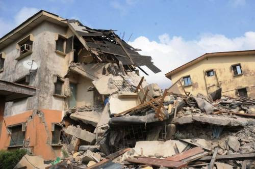 Photo: Many trapped as three storey building collapses in Lagos, rescue team unable to access scene of incident due to bad road