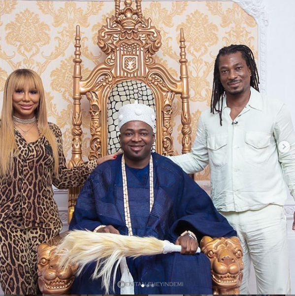 US singer, Tamar Braxton and her Nigerian boyfriend Adefeso pay a courtesy visit to Oba Elegushi of Ikate Kingdom (Photos)