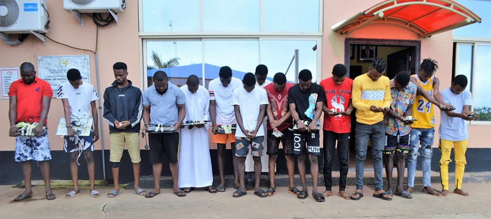 EFCC arrests 15 suspected Yahoo Yahoo boys in Ibadan, foils suspect