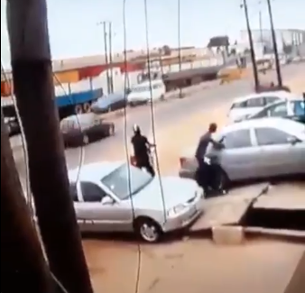 CCTV footage: Moment robbers broke the glass of a car in Lagos using salt and saliva