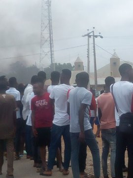 Photos: Ekiti University students protest arrest of suspected yahoo boys on campus
