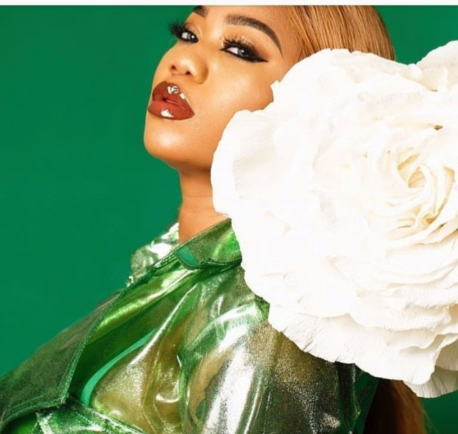 """""""May you die a painful death"""" Toyin Lawani places curses on haters following her business page"""