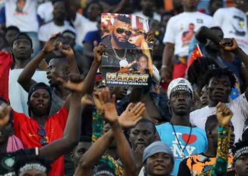 Thousands of fans troop out pay tribute to late DJ Arafat at his burial 'concert' (Photos)