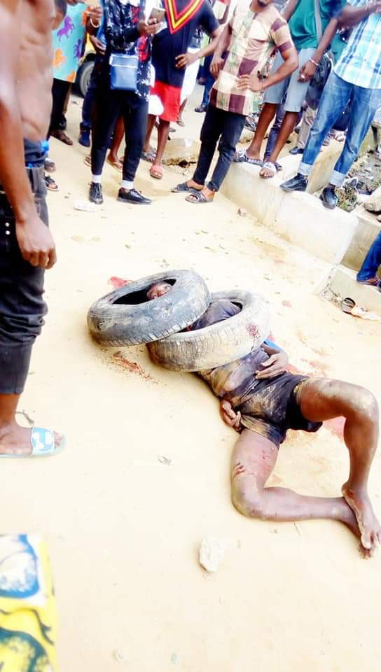 Police rescue suspected phone thief as he was about to be set ablaze in Calabar (photos)