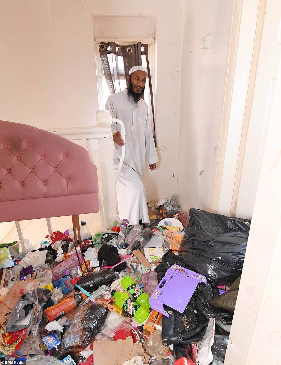 See what tenant did at her apartment before packing out from her landlord