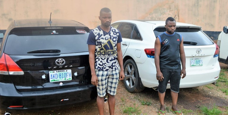 Two yahoo boys arrested in Ibadan, expensive cars and phones recovered