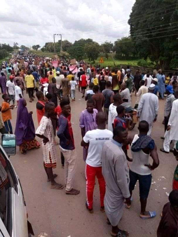 Photos: Angry youths in Niger State block major highway in protest over four days siege by bandits