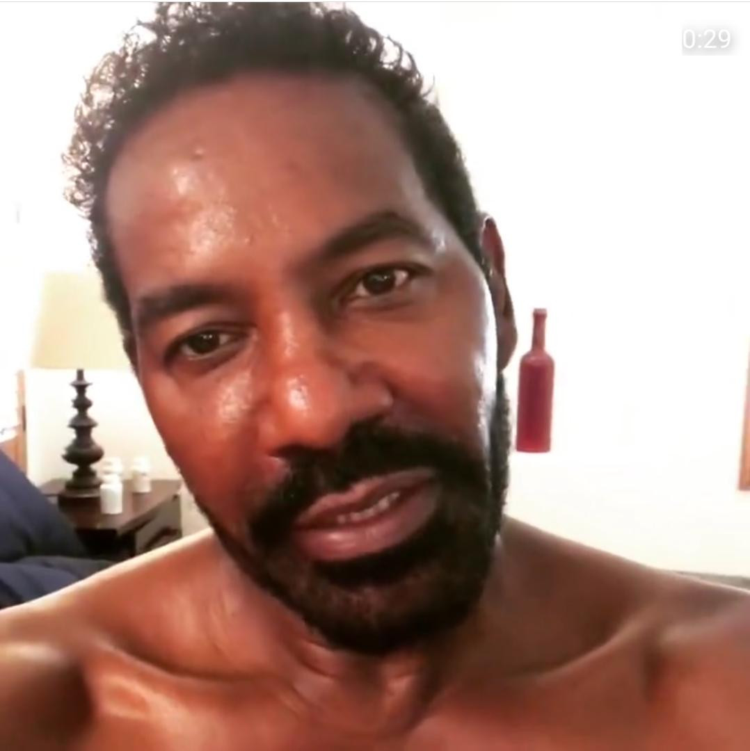 R&B singer Keith Washington, 58, bares it all in mirror selfies?
