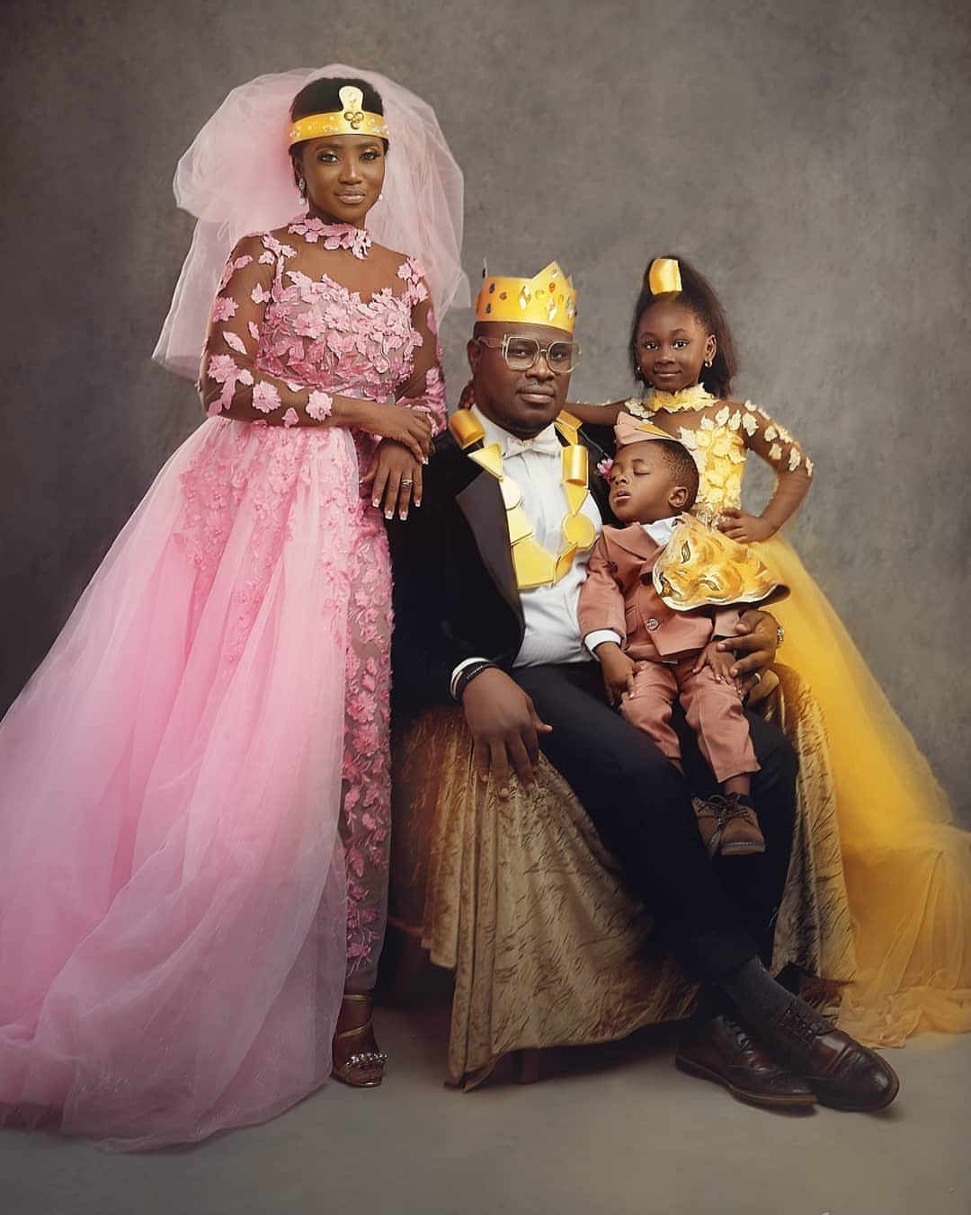 """Nigerian couple celebrate their 5th wedding anniversary with """"Coming to America"""" themed photos"""