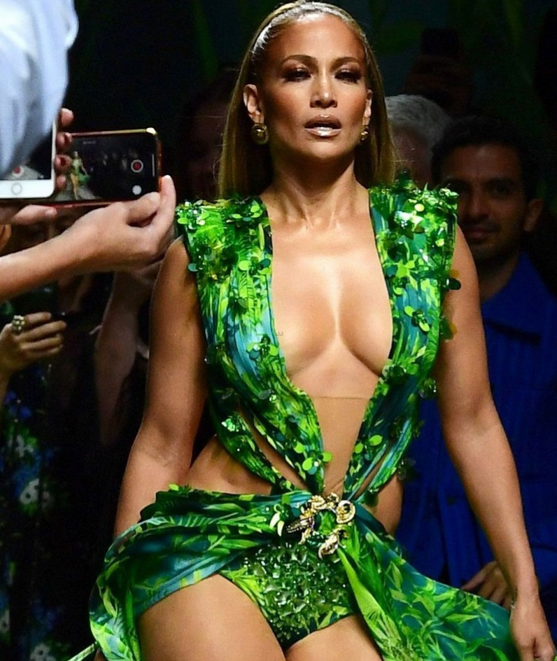 Jennifer Lopez recreates history by closing out the Versace show in a replica of her iconic green 2000 Grammy Awards dress