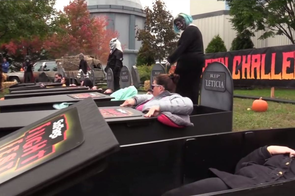 Theme park company reportedly paying couples $600 to lie in a coffin for 30 hours for Halloween