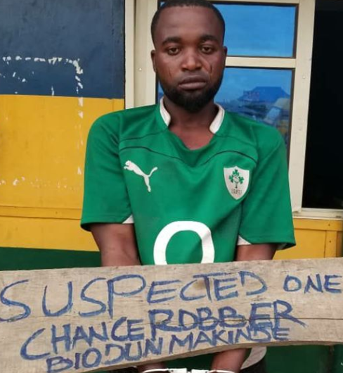 Lady identifies man who robbed, raped her and took away her pant in Ogun (photo)