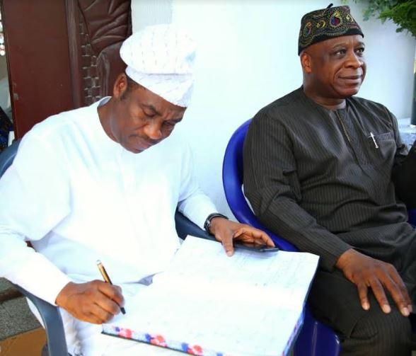 Deputy Governor of Lagos State, Femi Hamzat pays condolence visit to the Oniru family on the demise of?Oba Abiodun Oniru (Photos)