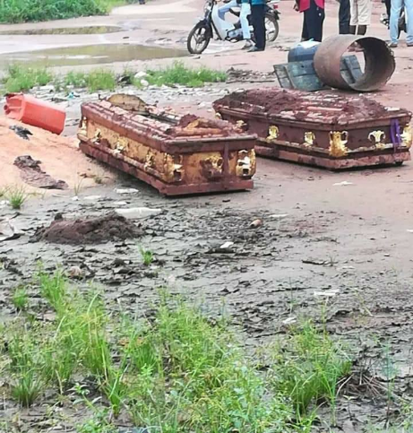 Land dispute sees family exhume 2 corpses 3 weeks after burial
