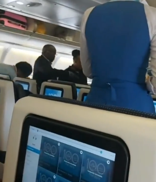 """Do you think I am your mate?"" Elderly Nigerian man shouts at US Airline hostess in trending new video"