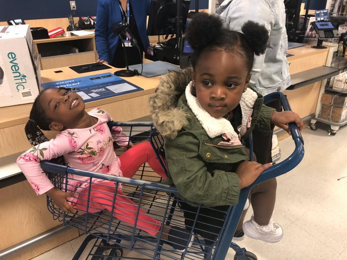 Davido Publishes Adorable Photo Of His Daughters thumbnail