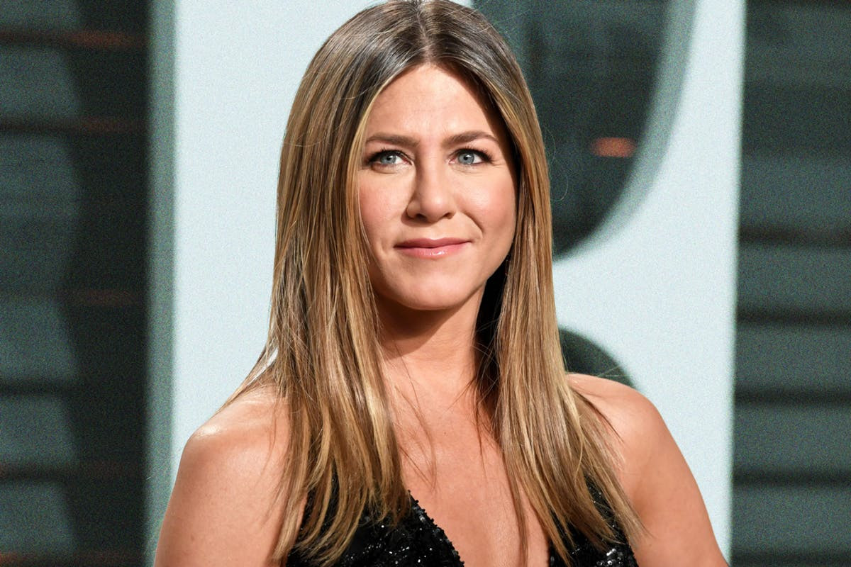 Jennifer Aniston breaks Guinness World Records as the fastest person to ever amass 1million IG Followers as she reaches 11.5m followers in two days