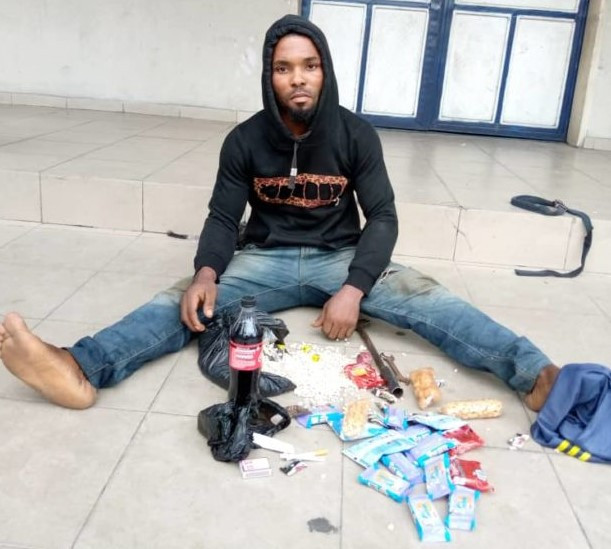Young man arrested in Port Harcourt for stealing biscuits, soft drinks; blames hunger