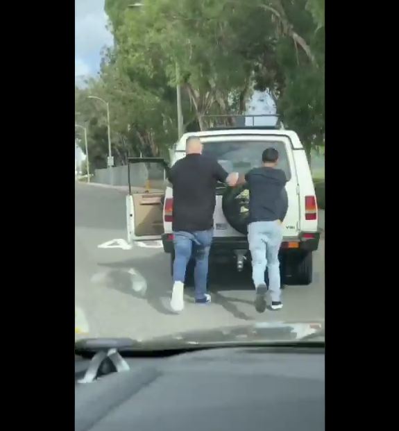 Andy Ruiz Jr. helps stranger push his broken down car in middle of the road (video)