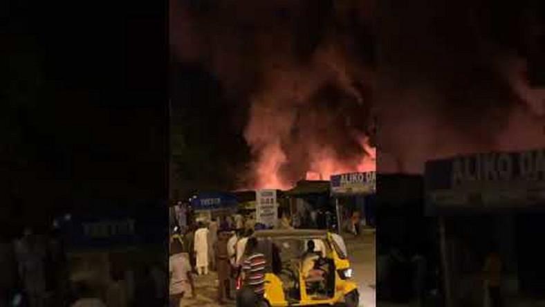 Fire razes GSM market in Maiduguri (video)