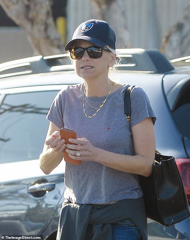 Anna Faris sparks engagement rumors after she