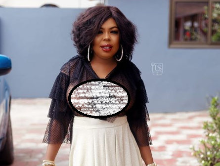 Afia Schwarzenegger goes bra-less in new photo