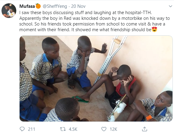Heartwarming photo shows schoolboys in a hospital visiting their classmate who had an accident
