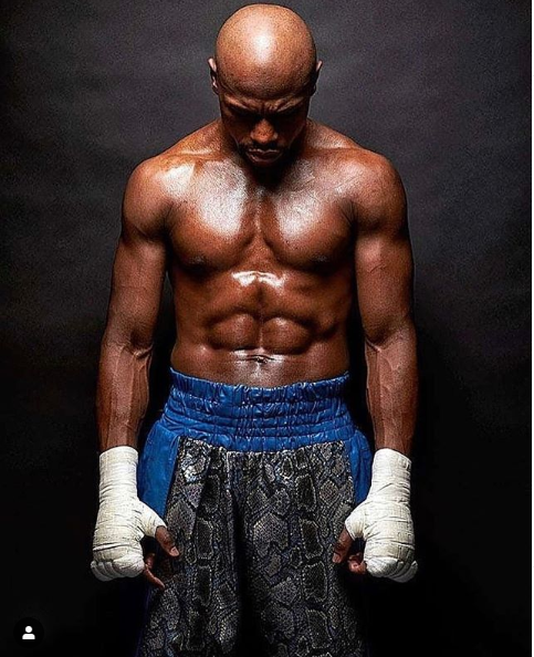 Floyd Mayweather Jr. announces he