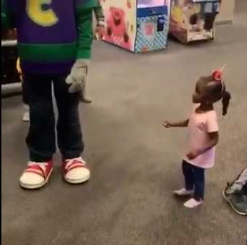 Father accuses Chuck E.Cheese of racism after an employee dressed as a mouse character ignored his daughter while hugging White kids