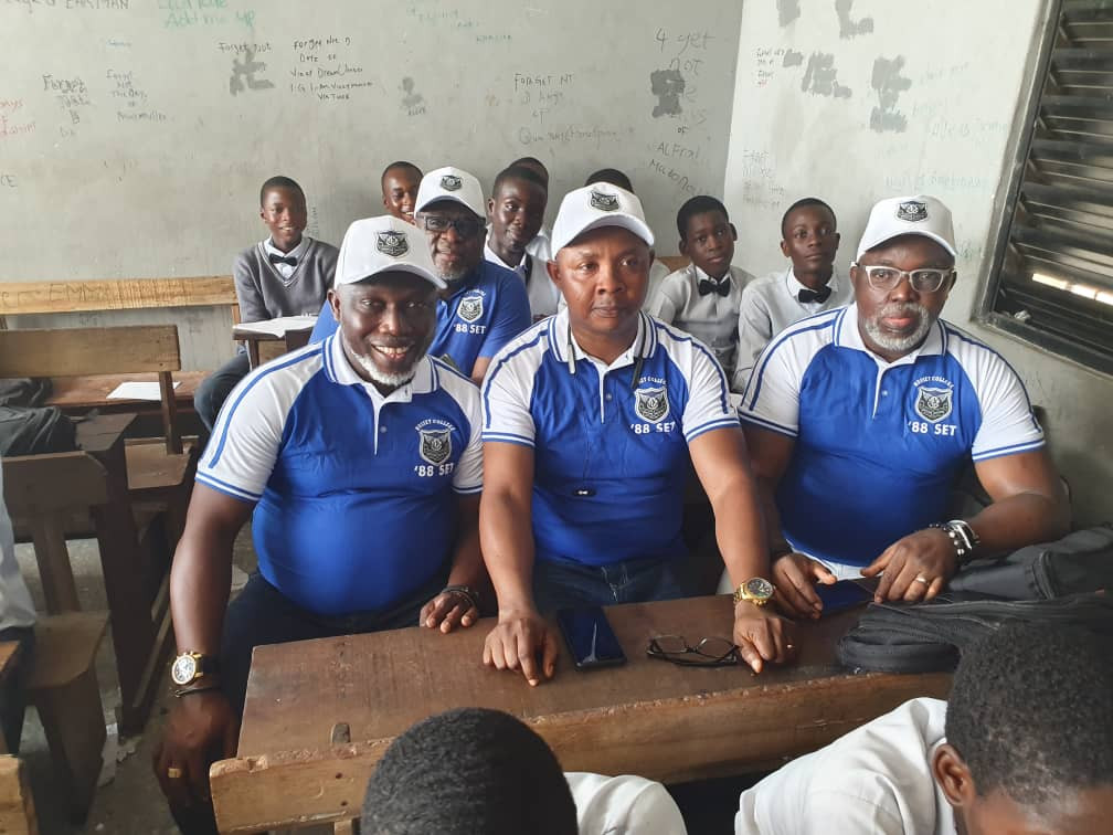 Photos: NFF president, Amaju Pinnick and classmates pay visit to their alma mater, Hussey College