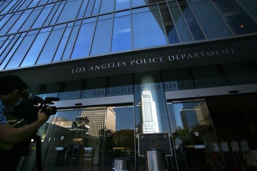 Policeman under investigation for fondling corpse