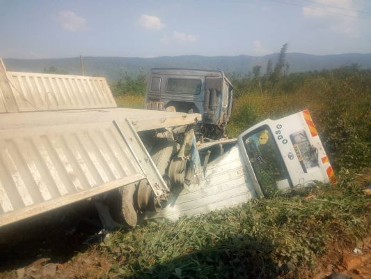One dies as truck crushes commercial bus in Osun