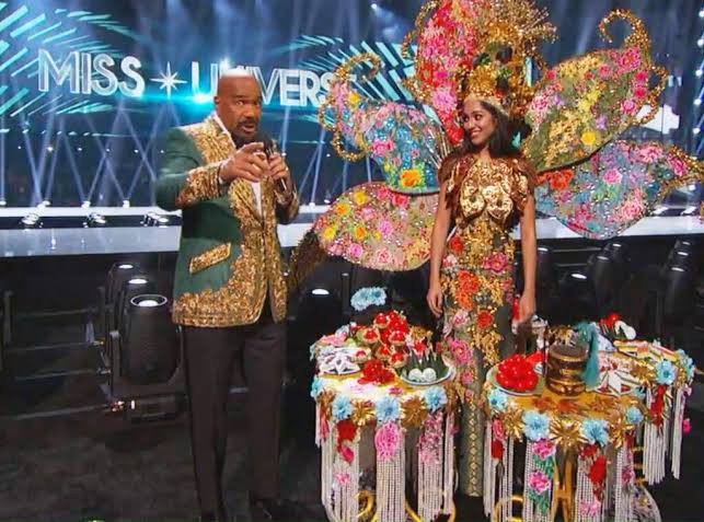 Steve Harvey announces wrong 2019 Miss Universe costume contest winner (video)