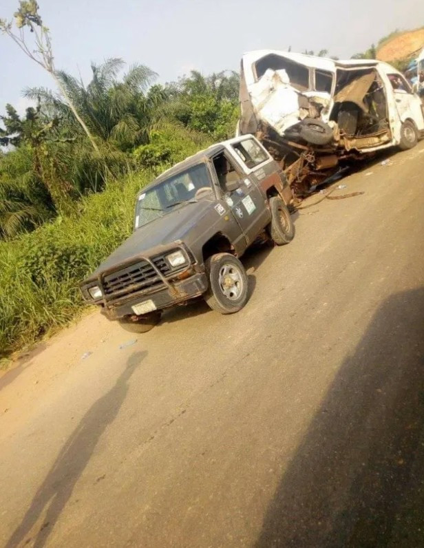 All 18 passengers reportedly die as PMT bus suffers accident along the Benin-Ore road