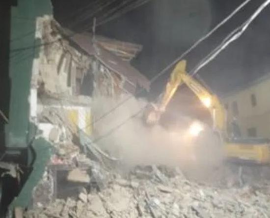 Photo: LASEMA begins demolition of distressed buildings in Lagos State