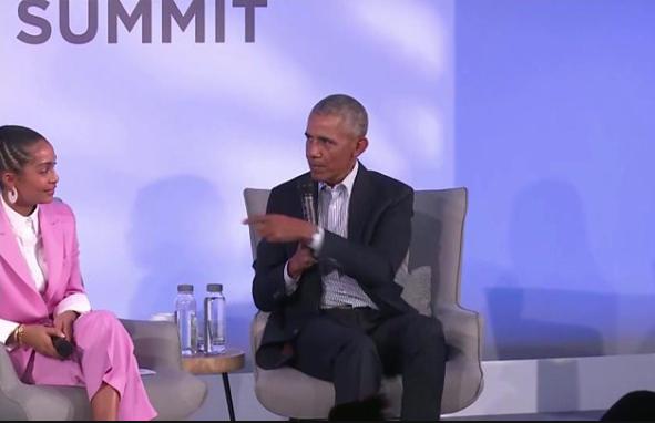 Women make better leaders than men - Barack Obama says