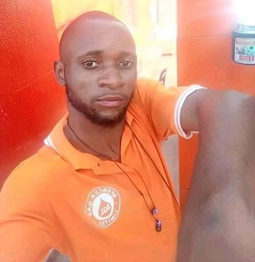 Friends mourn young man hacked to death by alleged cultists in Calabar. (graphic photo)