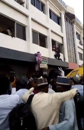 Videos of jobseekers climbing buildings to get an NDLEA job sparks outrage