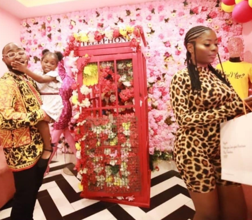 Davido shows up to support his first babymama, Sophia Momodu, at her sip and shop event (video)