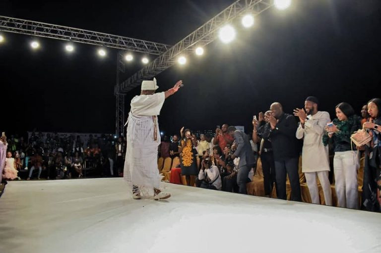 Check out Ooni of Ife catwalking at a fashion show in Lagos (photos)