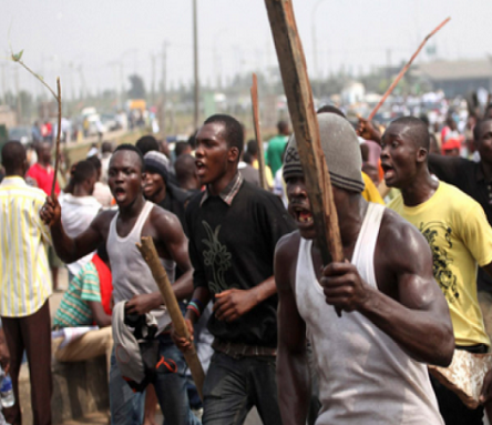 Angry mob attack a rapist in Calabar,?dump?body in a refuse bin