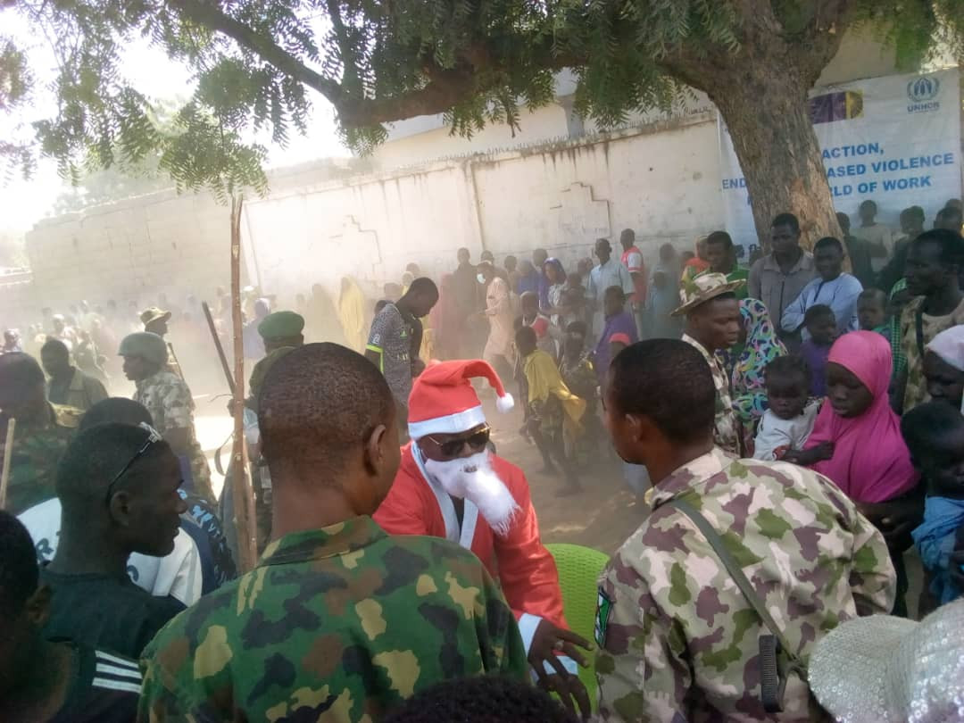 Nigerian soldiers fete members of communities tormented by Boko Haram in the North East (photos)