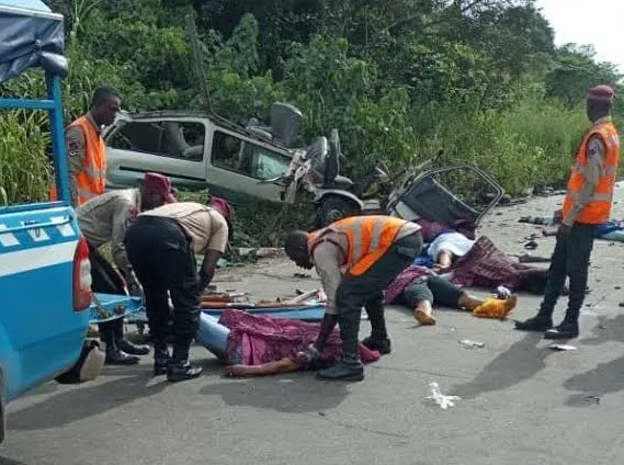 Three people in lone car crash on Lagos-Ibadan Expressway