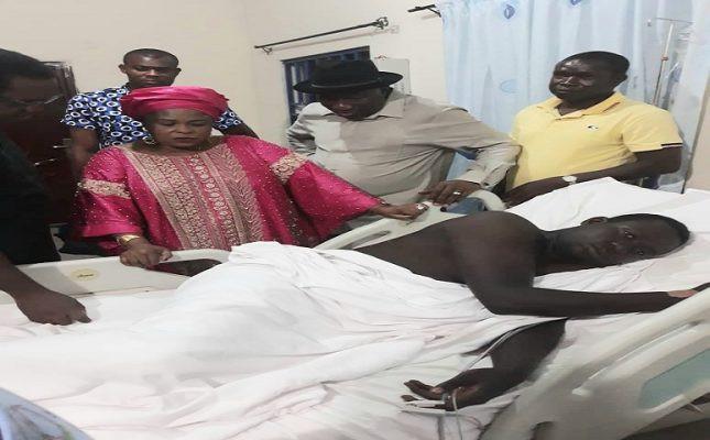 Goodluck Jonathan visits soldier injured during gunmen?s attack at his Bayelsa home