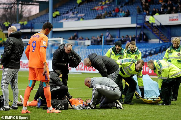 Footballer Joe Bennett shows off gruesome head injury after accidental collision with his team-mate?(Photo)