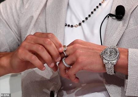 Cristiano Ronaldo wears ?630k of jewellery on one hand including Rolex